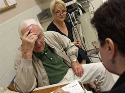 Elderly male patient with alzheimer's disease doing test