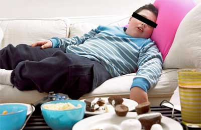 fat kid watching tv Television Advertising Exposes Children to Fast Food!