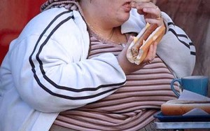 obese woman eating hotdog 300x187 Gluten Leads to Health Issues like Obesity and Metabolic Syndrome