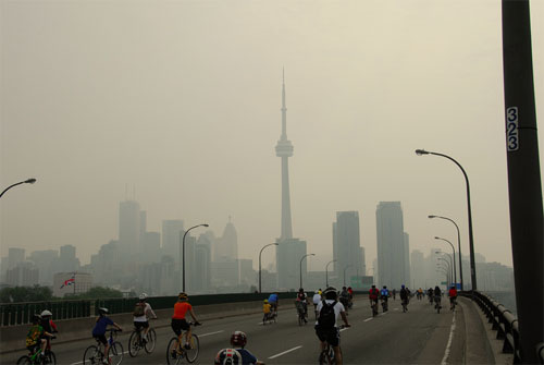 smog downtown toronto City Center Pollution Can Lead to Greater Calcium Build Up in Arteries
