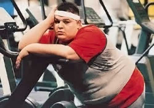 overweight-man-at-gym-doing-cardio